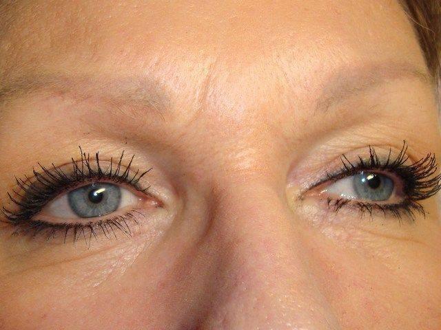 maquillage paupières supérieures et inférieures exécuté avec 4 couleurs après